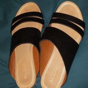 ALDO Womens size 7.5 slip on black leather sandals